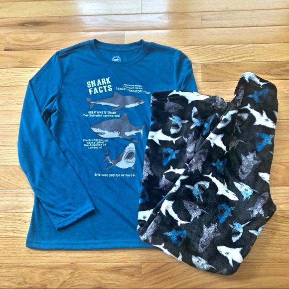 Wonder NationGlow In The Dark Shark Pajama Set